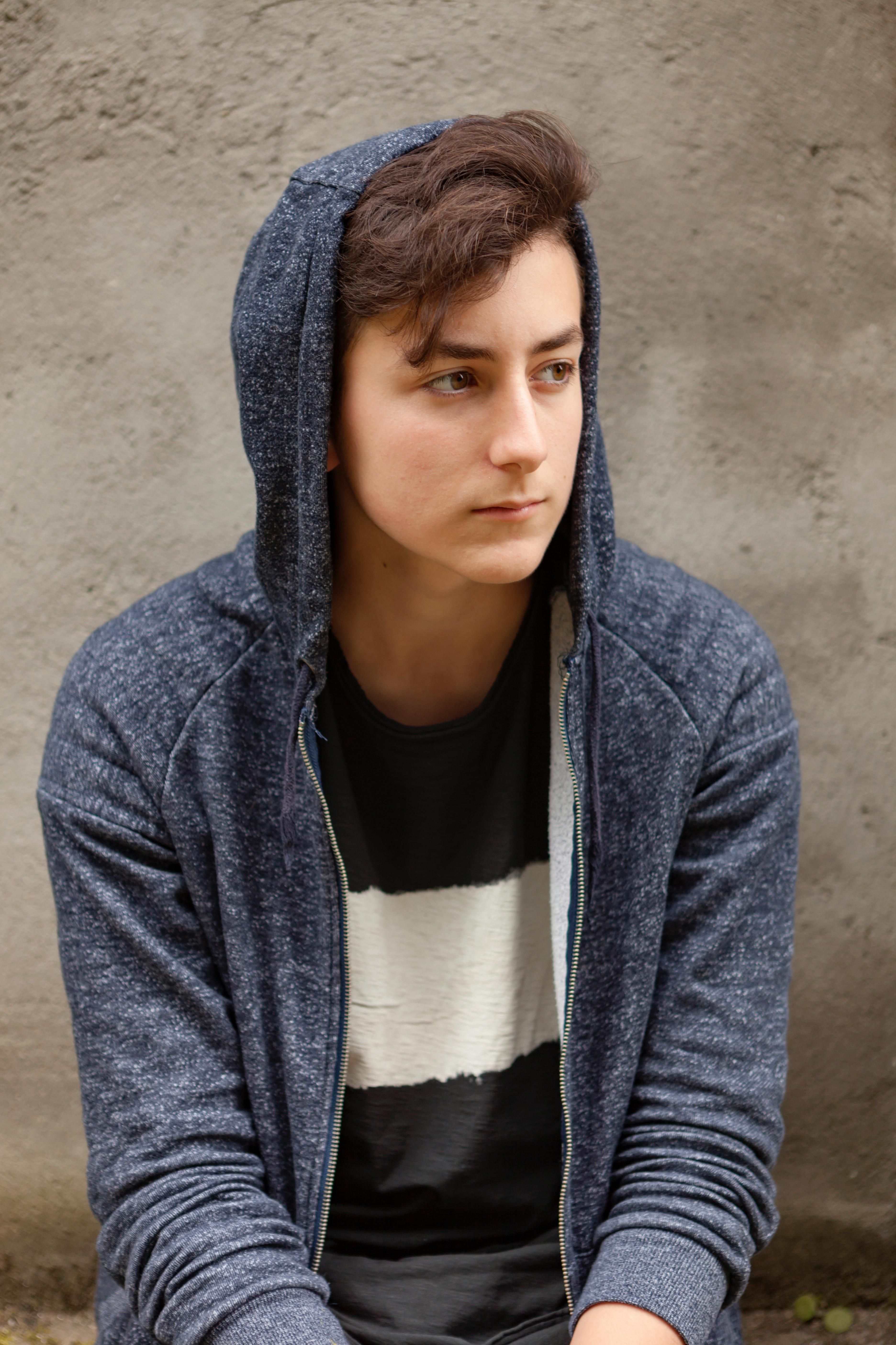 Qu'est-ce qui rend un(e) adolescent(e) plus à risque de faire une tentative de suicide?